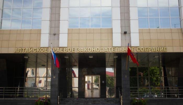 Жителям Алтайского края разрешили митинговать у школ, больниц и детских площадок