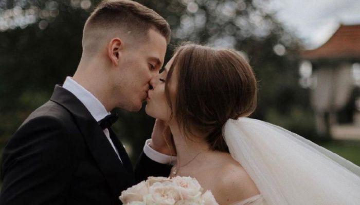 Валерия не смогла сдержать слез на свадьбе 21-летнего сына
