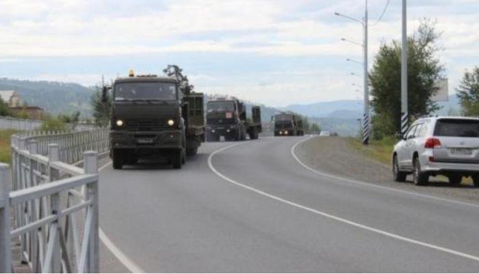 Алтайскую трассу перекроют из-за движения военных колонн
