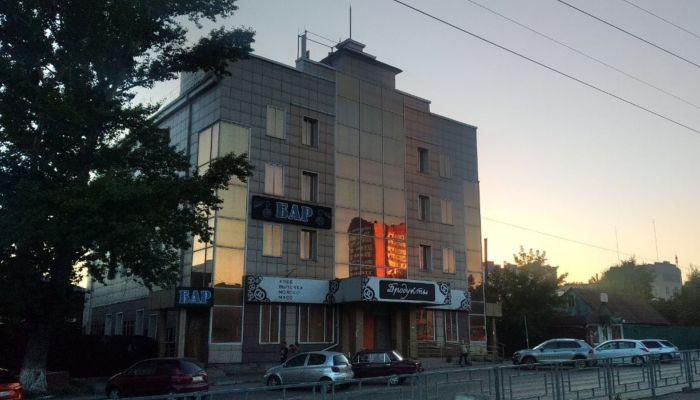В Барнауле начали продавать магазин-бомж на Красноармейском