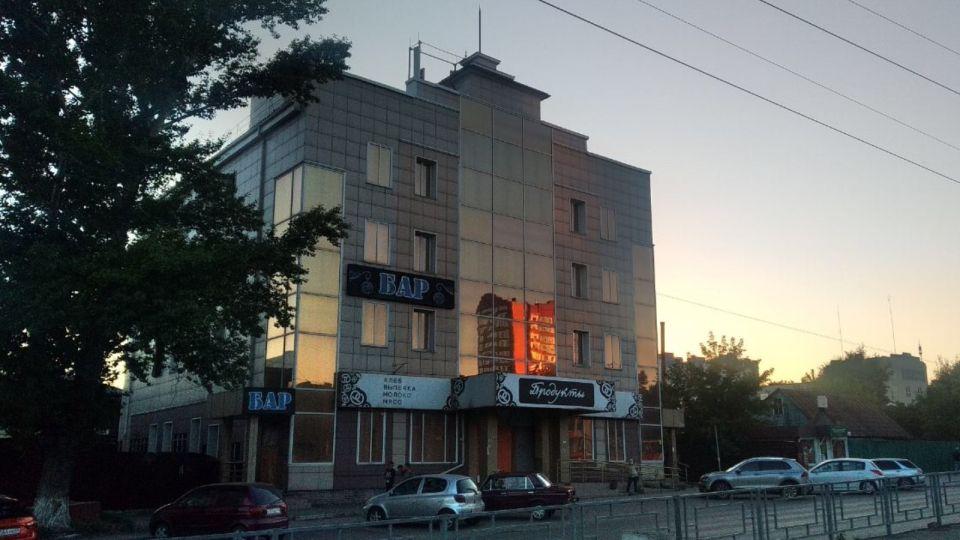 """В Барнауле начали продавать магазин-""""бомж"""" на Красноармейском"""