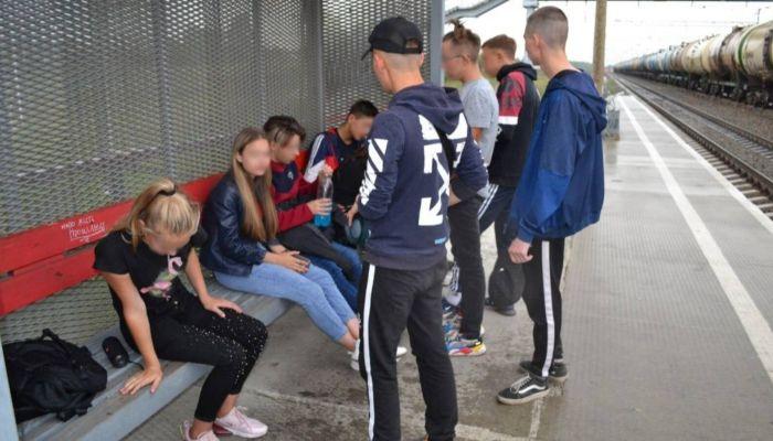 Лезут под поезда: на станции Повалиха устали бороться с молодежными тусовками