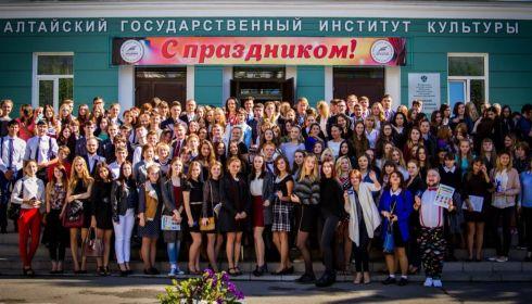Алтайский институт культуры может потерять профессуру из-за ковида