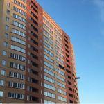 Власти проверили, как идет строительство проблемного дома в Барнауле