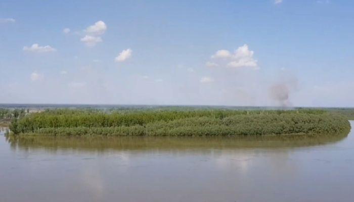 Алтайских фермеров заставляют убрать самовольную плотину на протоке Оби