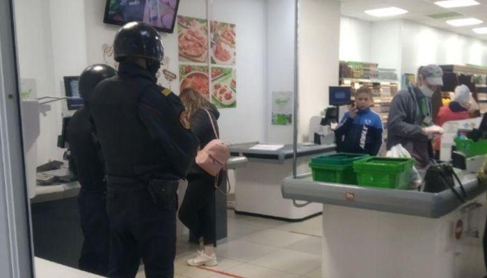 Масочный скандал: женщина взбунтовалась в барнаульском супермаркете из-за маски
