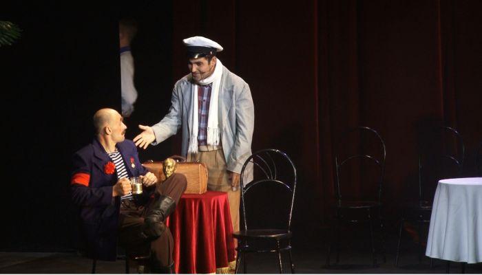 Первая после карантина: в музыкальном театре прошла премьера Золотого телёнка