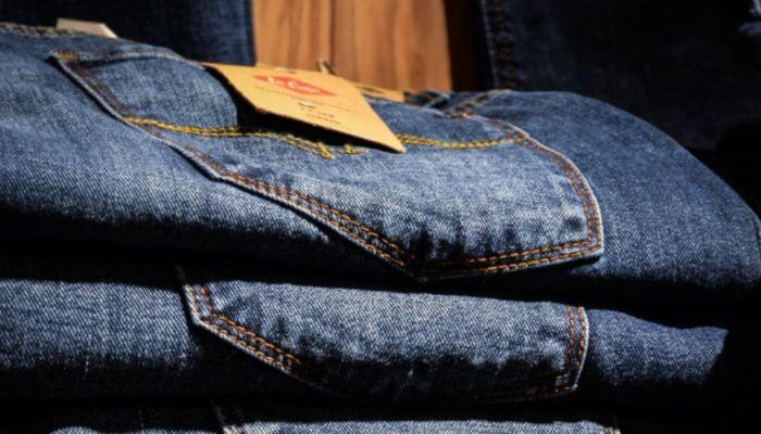 Шесть джинсов и девять шорт: 18-летний барнаулец обчистил магазин одежды в ТЦ