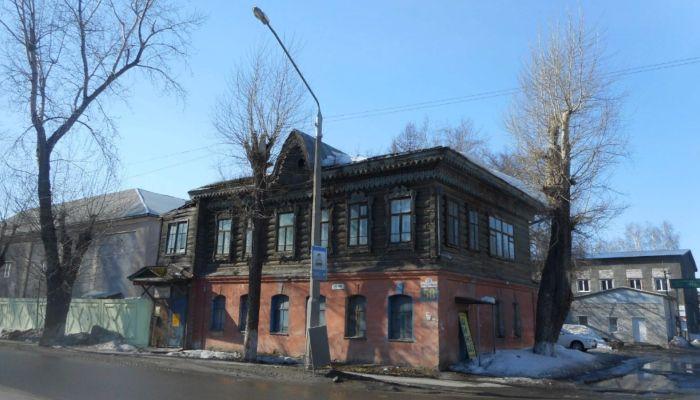 Вандалы сняли всю резьбу со старинного дома в Барнауле