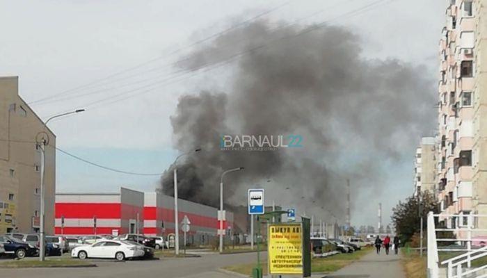 Очередной пожар: кооперативный гараж загорелся в Барнауле