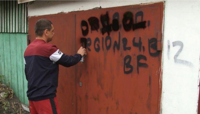 Общественники закрасили надписи, рекламирующие наркотики, в Барнауле