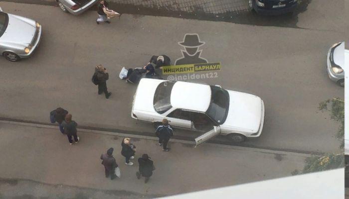 Водитель на белой иномарке сбил мальчика в Барнауле