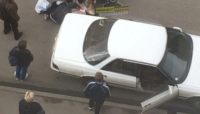В ГИБДД Барнаула рассказали подробности наезда иномарки на ребенка