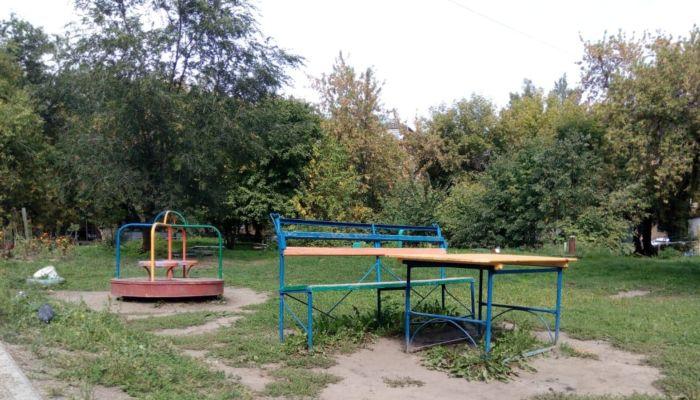 Десятки игровых площадок в барнаульских дворах признали опасными для детей