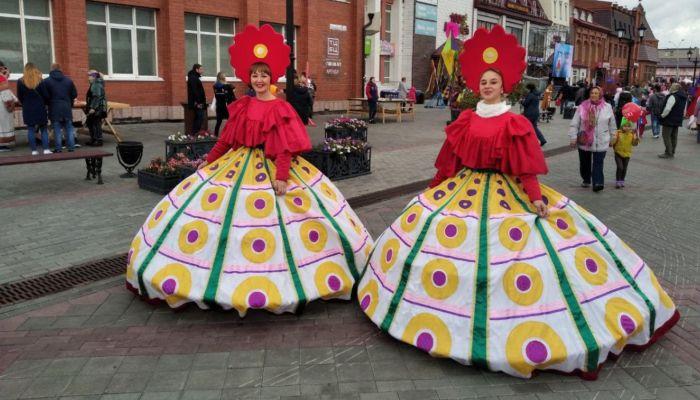 В старом Барнауле в День города работают ремесленники и звучит вальс