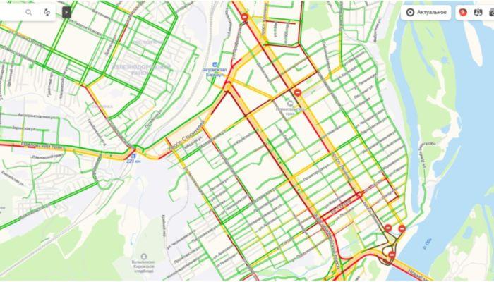 Девятибальные пробки парализовали центр Барнаула в День города