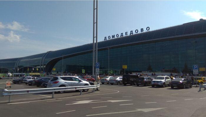 Жительница Барнаула не может достучаться до авиакомпании после отмены рейса
