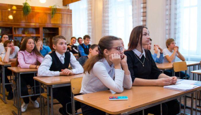 Девять алтайских школ закрыли на карантин из-за ОРВИ