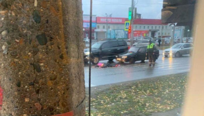 Попала под два авто: женщину насмерть сбили около ТЦ Алтай в Барнауле
