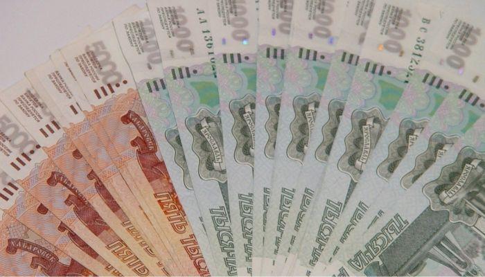 Меньше половины от средней зарплаты: в России хотят по-новому рассчитывать МРОТ