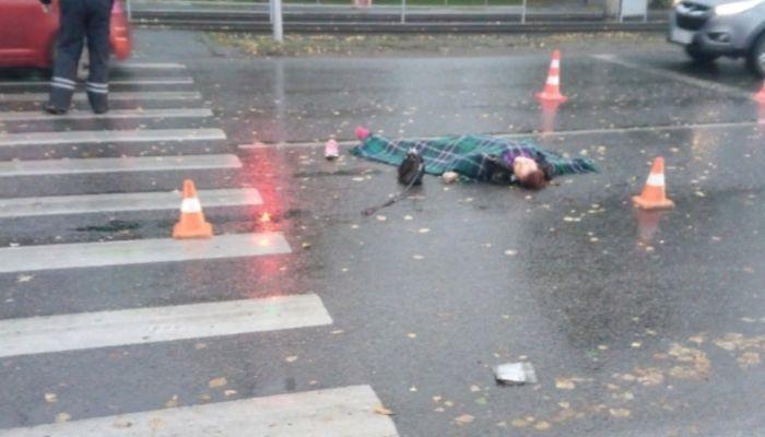 Женщину-пешехода у ТЦ Алтай сбил 82-летний водитель