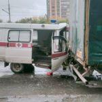 Скорая влетела в стоящую на дороге фуру в Новосибирске – пострадал фельдшер