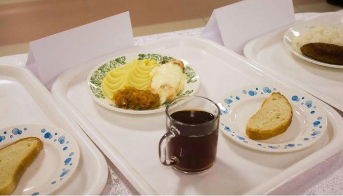 На костре будете суп варить: Онищенко раскритиковал питание в алтайских школах