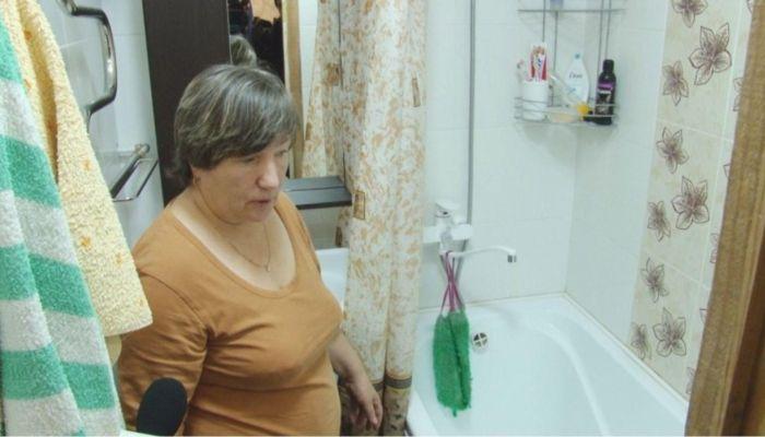 Упавшая перед Медведевым жительница Санниково снова жалуется на холод