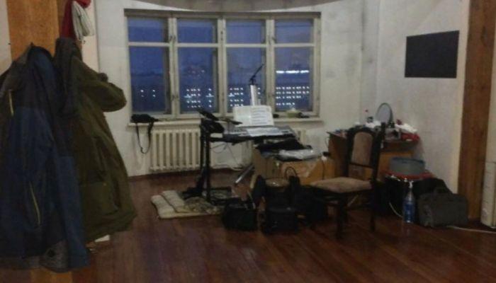 Квартира с баней на лоджии продается в Барнауле за 10 млн рублей
