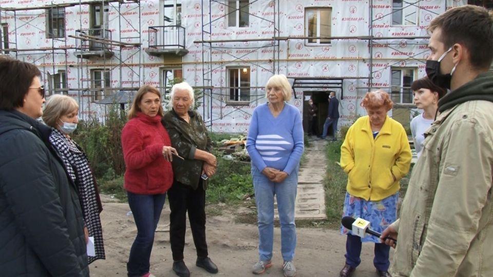 Бесполезный ремонт: жильцы старой двухэтажки требуют срочного переселения