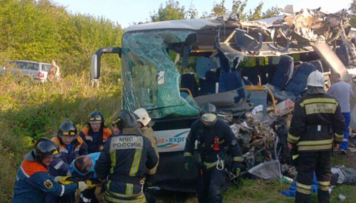 Шесть человек погибли в ДТП с автобусом и КамАЗом в Калининградской области