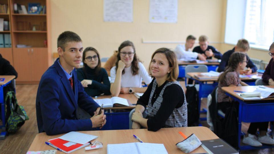 Минпросвещения: массового перевода школ на дистант пока не будет