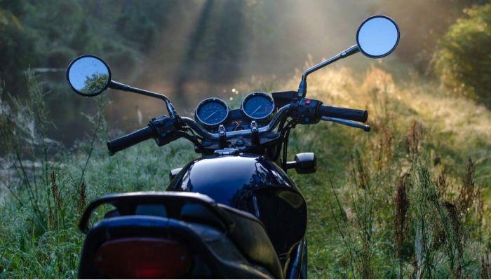 Пьяного мотоциклиста на угнанном байке задержали в Бийске
