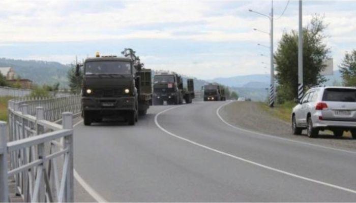 Чуйский тракт закроют для автомобилей из-за военных колонн