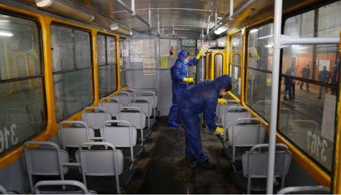 Общественный транспорт Барнаула продолжают обрабатывать от ковида