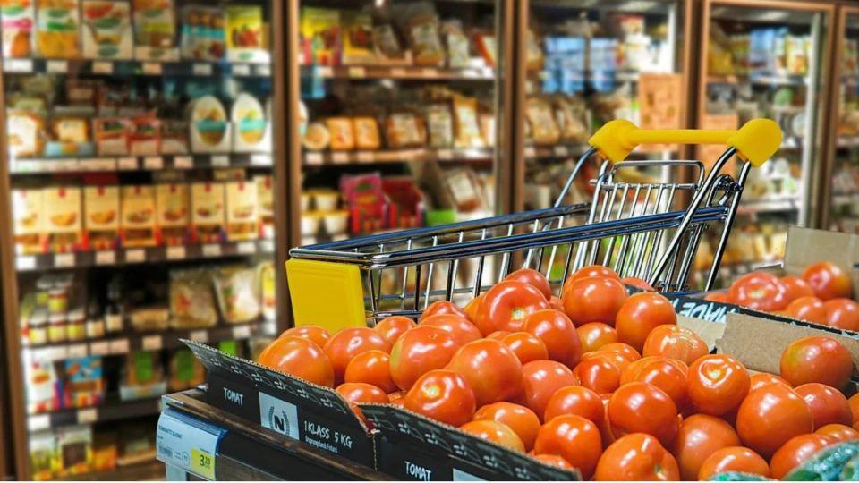 Эксперты назвали уловки супермаркетов, которые заставляют покупать больше