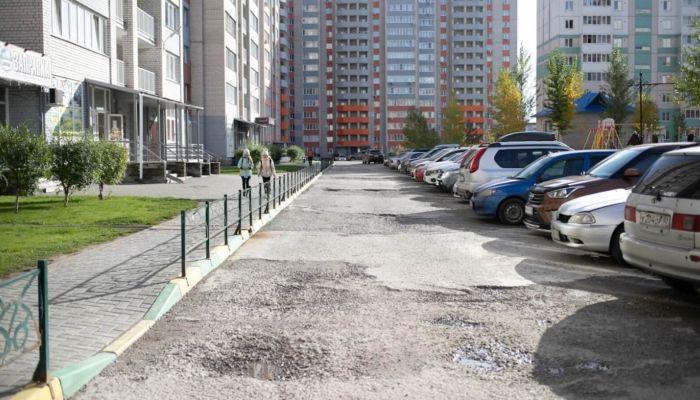 Жители квартала Дружный в Барнауле судятся, чтобы их дворы закатали в асфальт