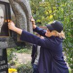 Дочь Шукшина в день смерти отца опубликовала фото с его могилы