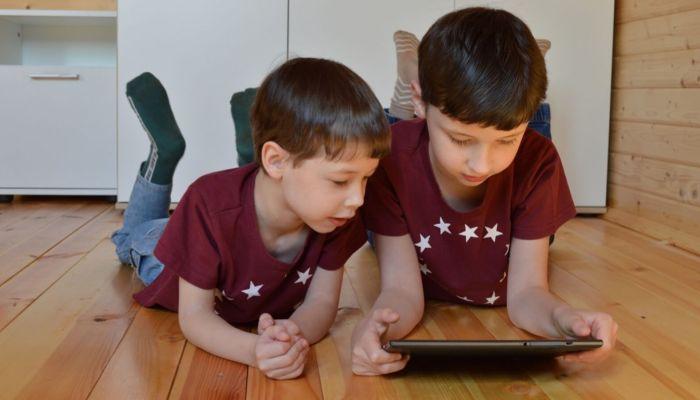 Безопасные сети: как защитить детей в интернете и кто в этом может помочь