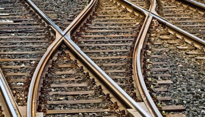 Шел по путям: поезд насмерть сбил 46-летнего мужчину в Алтайском крае