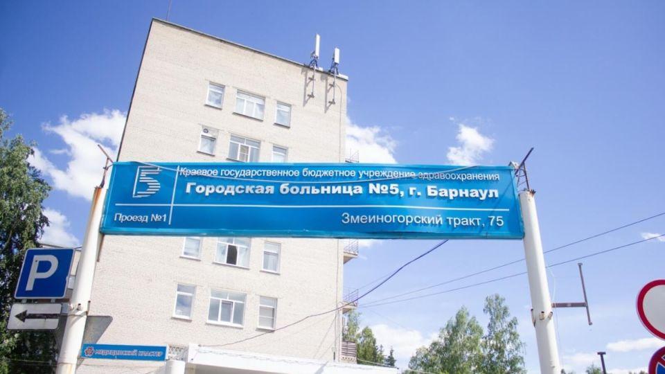 Главный инфекционист признал, что в ковидных госпиталях Алтая лежат в коридорах