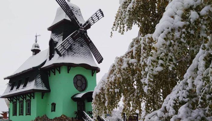 Белая сказка: жители Бийска и Белокурихи публикуют снимки первого снега