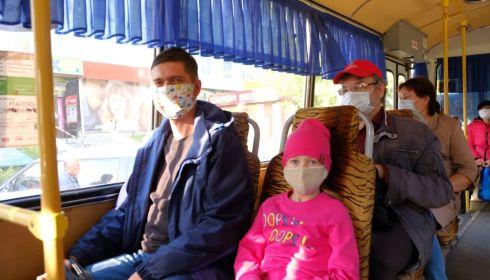 Врачи дали советы, как не заразиться коронавирусом в транспорте