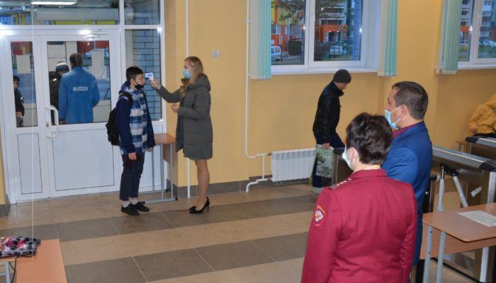 Алтайский Роспотребнадзор начал проверять антиковидные меры в школах