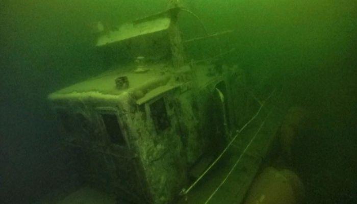 Затонувший в 90-х теплоход подняли со дна Телецкого озера