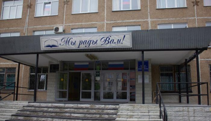 Барнаульская школа № 50 ушла на каникулы раньше положенного срока из-за ковида