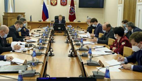Томенко спросил с двух министров за недозвон в поликлиники Барнаула