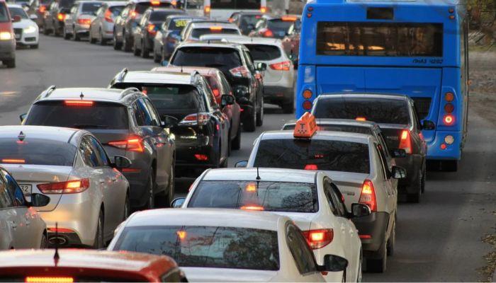 Дорожная пробка образовалась на выезде из Барнаула