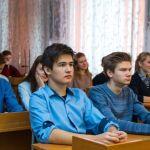 Около 65 школьников и 67 учителей болеют ковидом в Алтайском крае