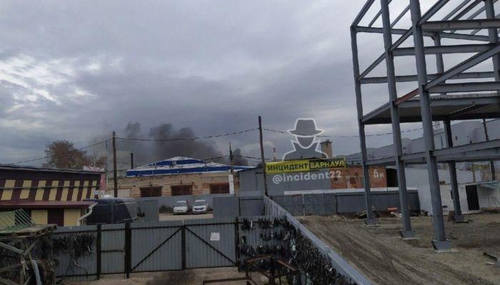 Пожар случился на проспекте Калинина в Барнауле